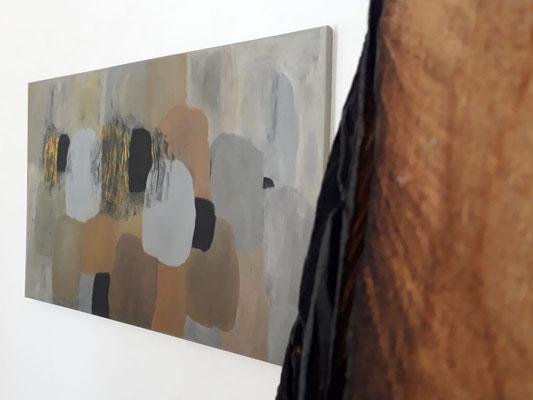 Einblick in die Ausstellung 'Zwischen Bild und Skulptur' im  Schloss Ebenau, 2019, Gustav  Januš und Johann Feilacher ©Galerie Walker