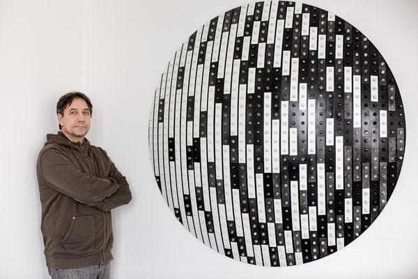 Ausstellung im Kunstraum Walker in Klagenfurt, Michael Kos, 'Runde Sache', 2018, Button Surrogate - 2017 ©Petra Rainer
