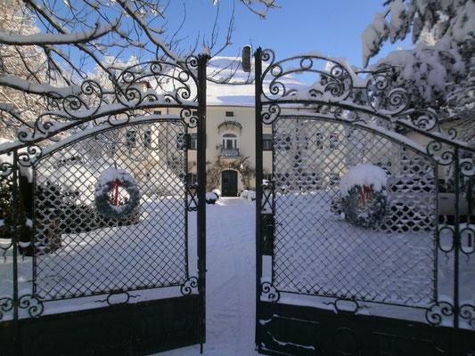 Schloss Ebenau, Schlosstor, Winter ©Galerie Walker