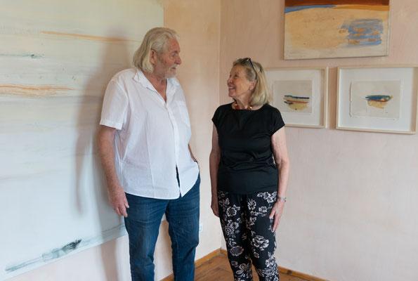 Peter Krawagna und Judith Walker im Alten Pfarrhof in Saak, 2019 ©Galerie Walker