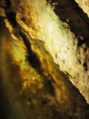 Manantial de agua dulce en el túnel