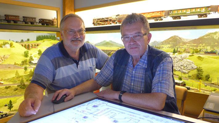 """Am neuen 40"""" Monitor: G. Arnold und Reinhold Hiersch aus Künzell bei Fulda"""
