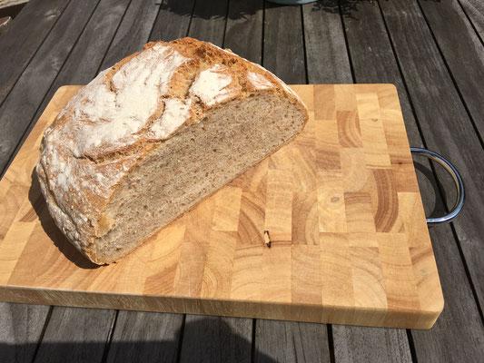 innen ein wunderbar gelungenes Brot!