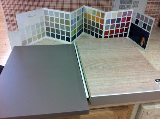 nuancier cuisine, couleurs choisies : argile pour les portes, bouleau et alu pour le plan de travail