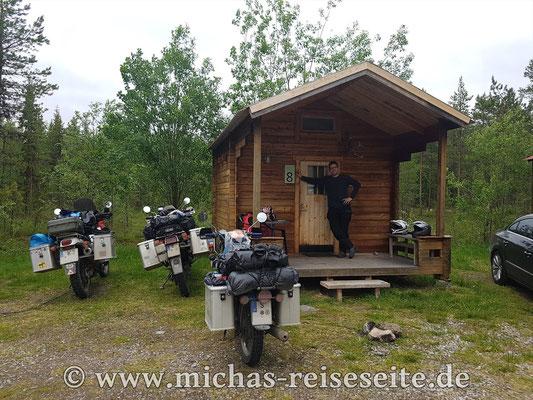 Das erste Mal eine Hütte - Skabram Camping in Jokkmokk - war günstiger als drei Zelte...