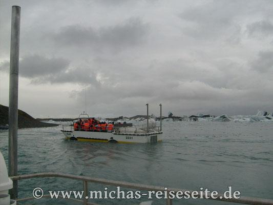 Amphibienfahrzeug für Rundfahrten auf dem See