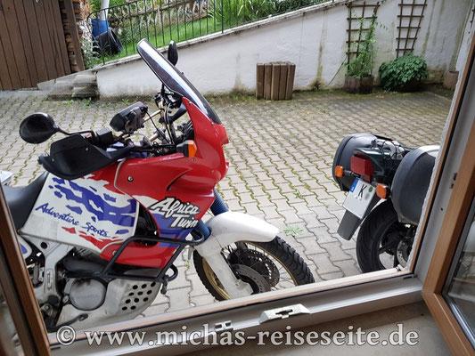 "...nach Bad Kohlgrub. Im ""Kurhotel am Wiesenhang"" hatten wir den idealen Parkplatz - direkt vor dem Fenster :)"