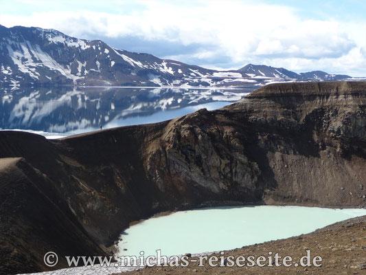 Der kleine und der große Kratersee in Askja