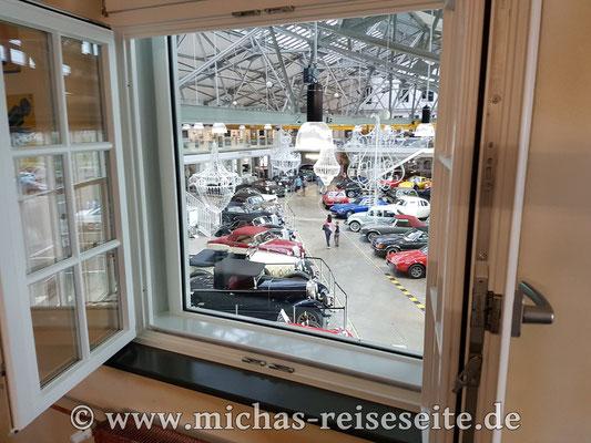 Aber das Highlight ist das Fenster runter in die Ausstellung!