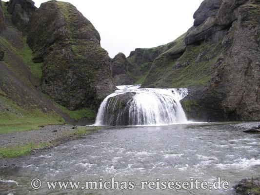 Wunderschöner Wasserfall in Kirkjubaejarklaustur