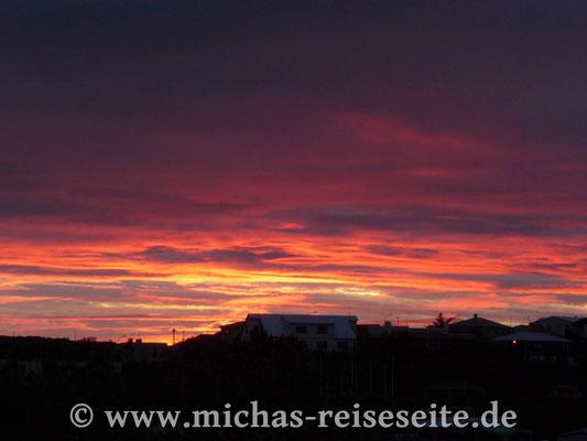 Ein kurzer Sonnenuntergang in Stykkisholmur (2 Uhr nachts)