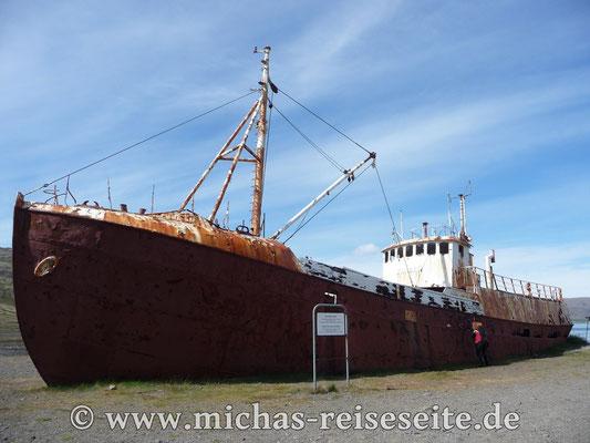 Schiffswrack auf dem Weg nach Latrabjark
