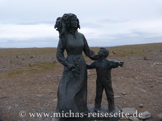 """Das Denkmal """"Kinder der Welt""""."""