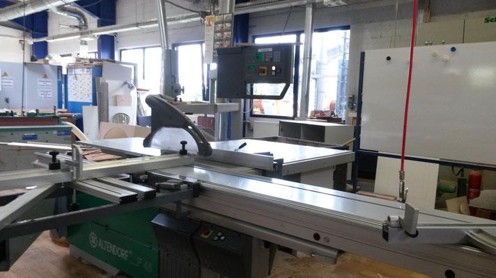 Maschine zu Zuschneiden der Holzplatten