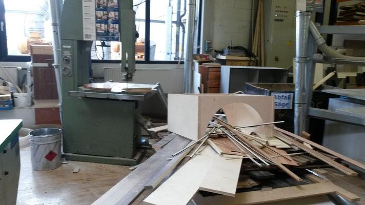 hier werden die Reste zerkleinert, in den Keller transportiert und im Winter für die Heizung genutzt.