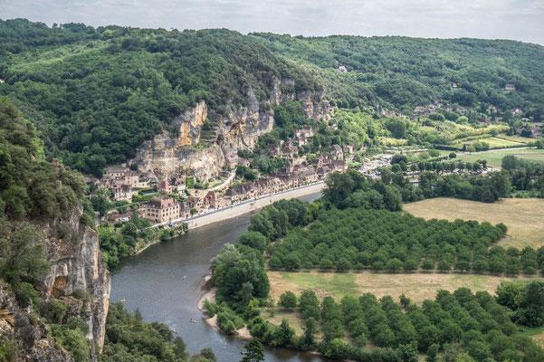 Vue sur la Roque-Gageac depuis les jardins de Marqueyssac