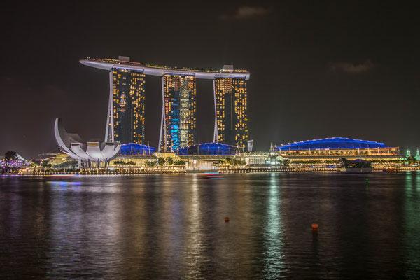 Vue le Marina Bay Sands de nuit !