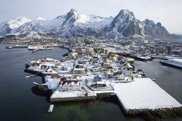 Vue sur les Lofoten enneigées ! Juste splendide ! Crédit Photo : Kristin Folsland - Source : Nordnorge.com