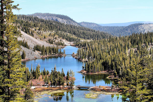 Mammoth Lakes - By Airwolfhound from Hertfordshire, UK (Mammoth Lakes USA) [CC BY-SA 2.0 (http://creativecommons.org/licenses/by-sa/2.0)], via Wikimedia Commons