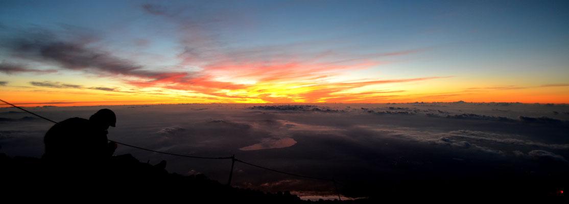 Lever du soleil au sommet du Mont Fuji !