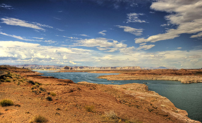 Lake Powell - Crédit Photo : By Wolfgang Staudt from Saarbruecken, Germany (Lake Powell Arizona) [CC BY 2.0 (http://creativecommons.org/licenses/by/2.0)], via Wikimedia Commons
