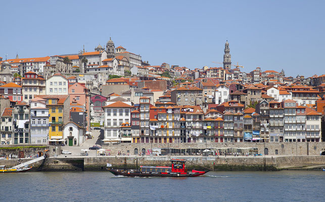 Porto - Diego Delso [CC BY-SA 3.0 (http://creativecommons.org/licenses/by-sa/3.0)], via Wikimedia Commons