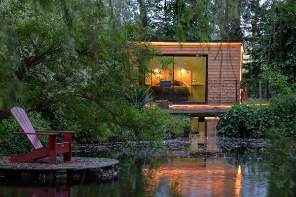 55868 - _DSC2030insolite, maison sur l'eau, guirriec, chauvin, cauvigny Copyright : J-Luc CHAUVINM. Chauvin