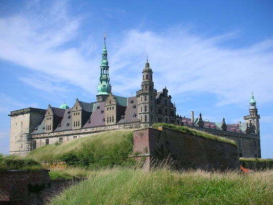 Le château de Kronborg - By Artico2 (Own work) [CC BY-SA 3.0 (http://creativecommons.org/licenses/by-sa/3.0) or GFDL (http://www.gnu.org/copyleft/fdl.html)], via Wikimedia Commons