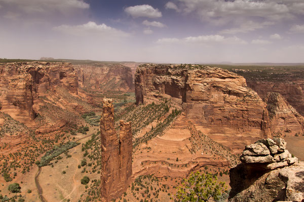 Le Canyon de Chelly - By katsrcool (http://www.flickr.com/photos/katsrcool/7277029356/) [CC BY 2.0 (http://creativecommons.org/licenses/by/2.0)], via Wikimedia Commons