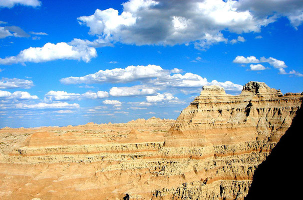 Badlands National Park - By Ronincmc (Own work) [CC BY-SA 4.0 (http://creativecommons.org/licenses/by-sa/4.0)], via Wikimedia Commons