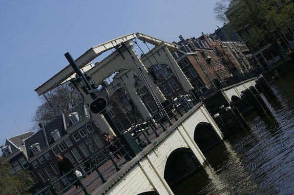 L'un des ponts les plus populaire d'Amsterdam - Copyright : Trip85.com