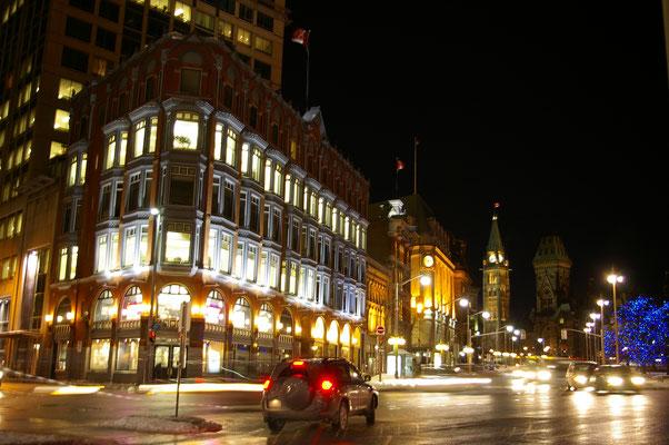 Les rues d'Ottawa à la nuit tombée !
