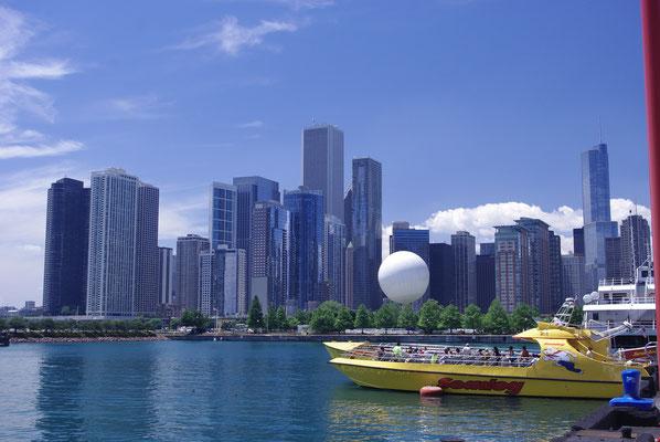 Les Jets Boats attendent les touristes pour un tour sur le Lac Michigan !