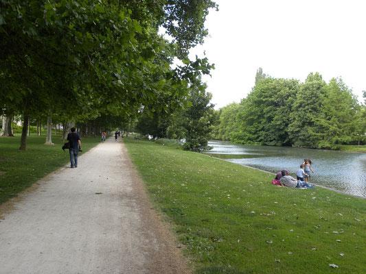 Promenade le long du Nouveau Bassin, Mulhouse Alsace - Source OT de Mulhouse