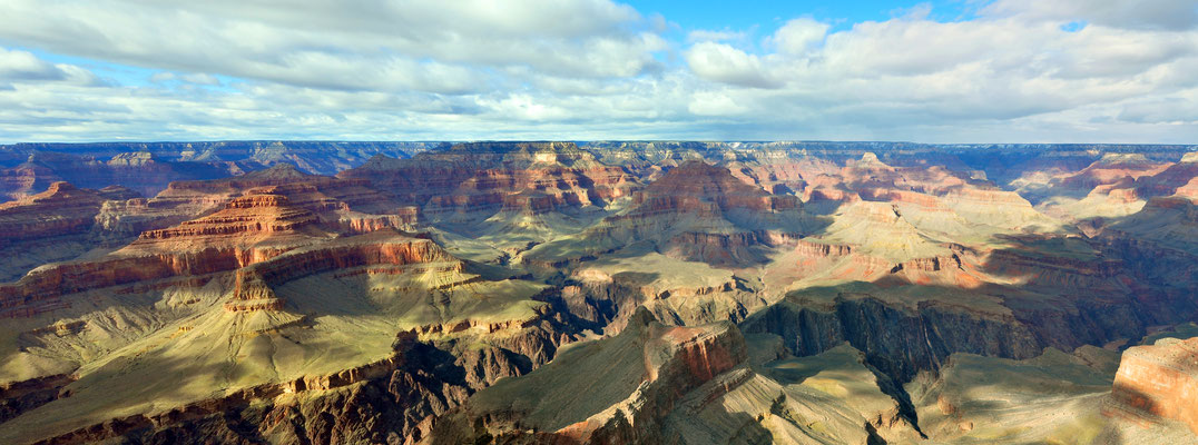 Vue incroyable sur le Grand Canyon - By chensiyuan (chensiyuan) [GFDL (http://www.gnu.org/copyleft/fdl.html) or CC BY-SA 4.0-3.0-2.5-2.0-1.0 (http://creativecommons.org/licenses/by-sa/4.0-3.0-2.5-2.0-1.0)], via Wikimedia Commons