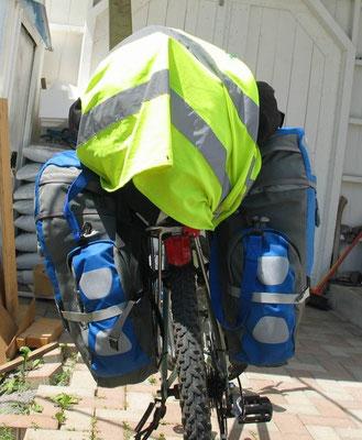 Son 2eme et seul trip à vélo : 200 km entre Ottawa et Montréal, surchargée de son déménagement... ;) - Source : Anick-Marie (Globestoppeuse.com)