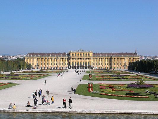 Le Château de Schonbrunn à Vienne, C'est le Versailles autrichien ! By Gerhard Salomon (Own work) [CC BY-SA 3.0 (http://creativecommons.org/licenses/by-sa/3.0)], via Wikimedia Commons