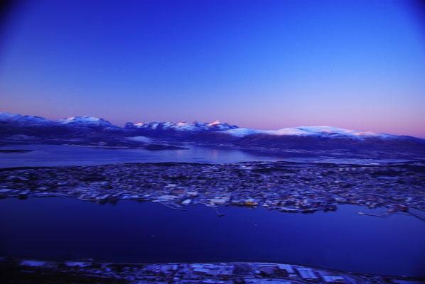 Vue sur Tromso depuis le sommet du téléphérique de la ville de Tromso