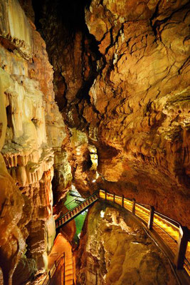 Escaliers d'accès au Débarcadère depuis la salle du Grand Dôme.  © D. Butaeye/SES de Padirac – à Gouffre de Padirac.