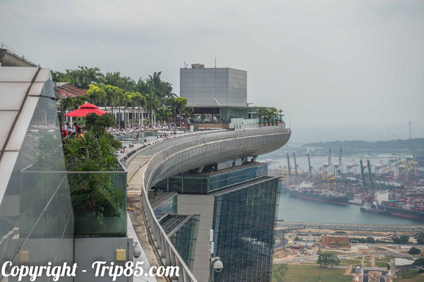 Nager au sommet du Marina Bay Sands