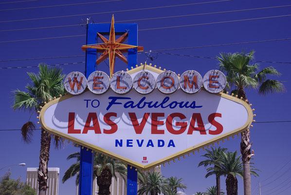 Le Las Vegas Sign à l'entrée de la ville est incontournable !