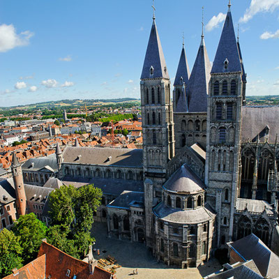 La cathédrale de Tournai - Crédit Photo : By Adriencld (Own work) [CC BY-SA 4.0 (http://creativecommons.org/licenses/by-sa/4.0)], via Wikimedia Commons