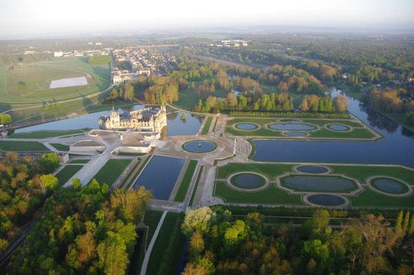7793 - Vue aerienne du chateau de Chantilly Copyright : Philippe HAMAIN / Oise Tourisme