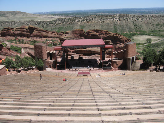 red Rocks Amphitheatre - Scapler at English Wikipedia [CC BY-SA 3.0 (http://creativecommons.org/licenses/by-sa/3.0) or GFDL (http://www.gnu.org/copyleft/fdl.html)], via Wikimedia Commons