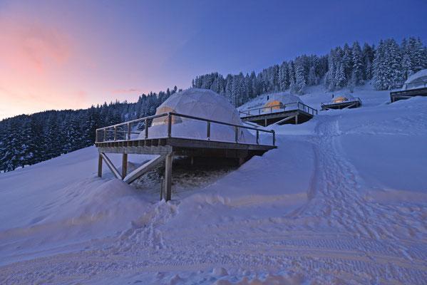 Hébergement insolite en Suisse : WhitePod - Crédit Photo : whitepod.com