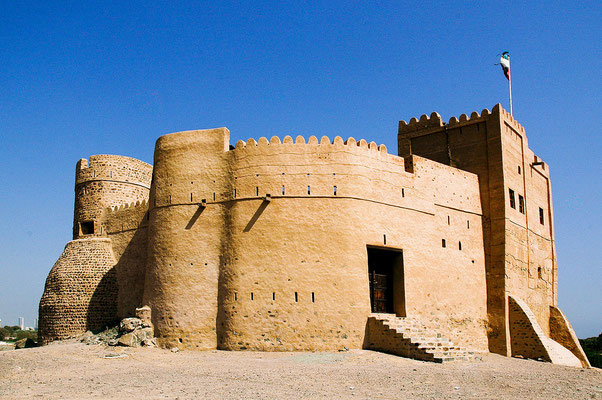 Le fort de Fujairah - By Mike Che (Own work) [CC BY-SA 3.0 (http://creativecommons.org/licenses/by-sa/3.0)], via Wikimedia Commons