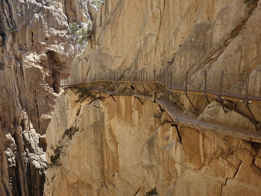 Un des chemins de randonnées les plus vertigineux au monde ! El Caminito del Rey ! By Tanja Freibott (Own work) [CC BY-SA 4.0 (http://creativecommons.org/licenses/by-sa/4.0)], via Wikimedia Commons