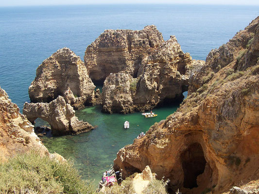 L'Algarve  - By amaianos from Galicia (Algarve) [CC BY 2.0 (http://creativecommons.org/licenses/by/2.0)], via Wikimedia Commons