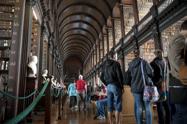 Booke of Kells dans la bibliothèque du Trinity College - Crédit Photo : Tourism Ireland - Tony Pleavin