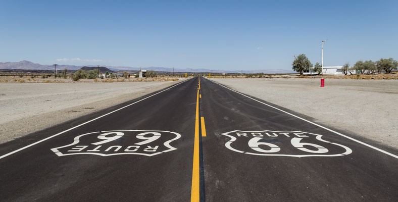 "A Amboy sur la Route 66 - Dietmar Rabich / Wikimedia Commons / ""Amboy (California, USA), Hist. Route 66 -- 2012 -- 1"" / CC BY-SA 4.0, via Wikimedia Commons"